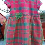 """Kjole. Str. 2-3 år. Kode: 362. Pris. kr. 300. Rød og grønn-rutet kjole, grønn tyll med """"diamanter"""" over skjørtet. Grønn tyll-rose i midjen;-) Knepping i ryggen. Redesign av rutet duk i bomull. Finvask."""