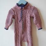 Babydress. Str. 3-12 mnd. Kode: 407. Pris: 250,-. Redesign av håndstrikket genser i bomull/silke. Finvask.