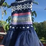 Kjole, 1-2 år. Kode 421. Pris: 3oo,-. Redesign av håndstrikket genser, dongry og tyll. Ullvask. SOLGT