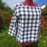 Bluse. Str. M. Kode. 353. Pris; kr. 300,-. Redesign av herreskjorte. Knepping i ryggen. 3/4 lange ermer. Finvask